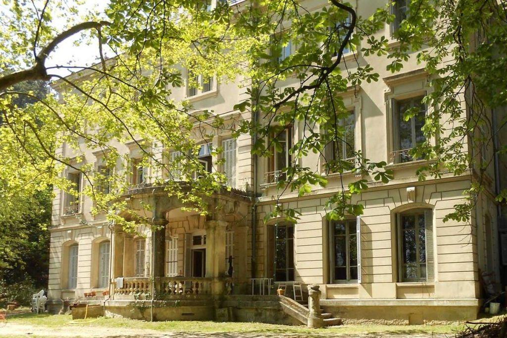Façade principale, feuille, arbre Collectif du Château de Verchaüs, Viviers, Ardèche, résidence, atelier