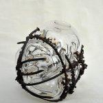 Étreinte. Soliflore. Métal et verre. Diam 10 cm x haut 10 cm. Collaboration Atelier Feuz / Atelier Verre Sauterelle - 85€